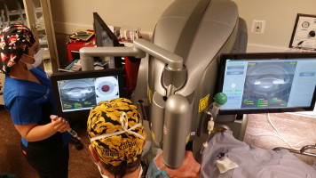 Dr. Mitchell Jackson at LENSAR's Superior Augmented Reality Imaging System performing Cataract surgery at Jacksoneye, Lake VIlla, Illinois